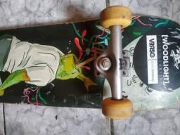 Skate c/ rolamento red bones + truck extra grátis