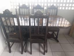 Mesa em madeira maciça com 6 cadeiras