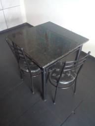 Mesa de mármore com 4 cadeiras por 550 cada