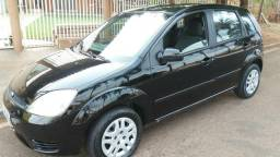 ? FORD / Fiesta Hatch 1.0Gas. 8v Ano2004 COMPLETO - 2004
