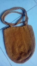 Bolsa de croché, com duas alças estilo hippie sigana