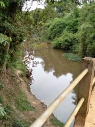 Chácara Capela do Alto  com fundo para o Rio Sarapu