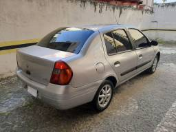 Clio Sedan motor 1.6 na Black Friday