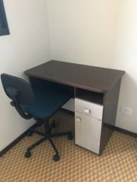 Mesa com cadeira escritório