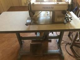Máquina de costura reta. Yamata