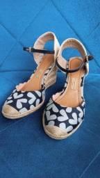 Sandália salto alto Santa Lola tamanho 34