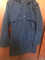 Casaco de comprido azul marinho com capuz