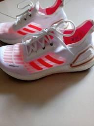 Tênis Adidas Ultraboost PB unissex original.