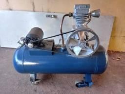 Compressor de ar Cirei (antigo).  Ótimo estado. Funciona normalmente.