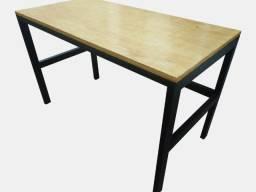 Mesa reforçada para computador