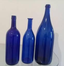 Tres lindas garafas azuis