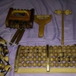 Conjunto artesanal com 6 massagedores de madeira