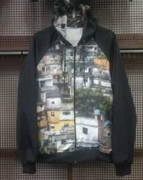 """Jaqueta Corta Vento Com Capuz Original-""""Favela/Quebrada"""""""