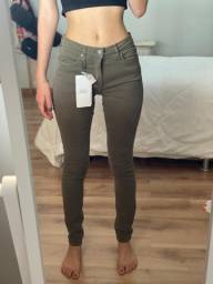 Calça verde militar Calvin Klein