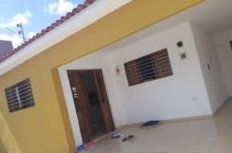 Casa em mangabeira com 03 quartos