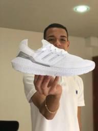 Título do anúncio: Tênis Adidas Ultraboost 21 Academia / Corrida - Branco