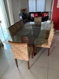 Vendo Jogo de Mesa com 08 Cadeiras, vidro e madeira.