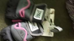 Vendo luva para lutas e treinos nova  tamanho M feminina