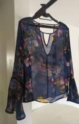 Blusa estampada em tecido transparente