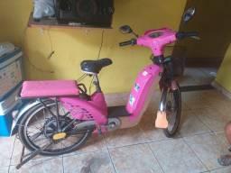 Vende se uma bicicleta elétrica poucas vezes usada