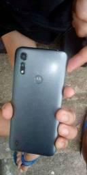 Motorola e6s, esse arranhão é de quando estava com película. Mas não tem nada
