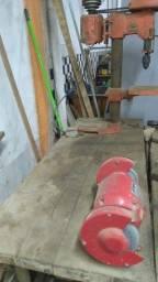 Maquinário de marcenaria e diversos outros equipamentos da construção civil.