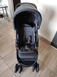 Carrinho com bebê conforto Cosco Nexus
