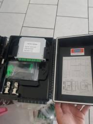 4 caixas hermeticas com splitter 1x8 fibra otica