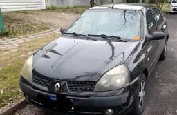 Clio 2005.