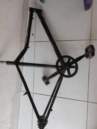 Quadro de bicicleta com catraca e pedalera novos,100 reais