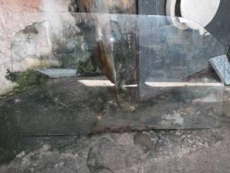Título do anúncio: Vidro da porta direita del rey ano 80mas tenho o lado esquerdo tambem