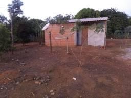 Terreno com uma peça e um banheiro