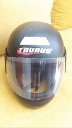 Capacete Taurus preto fosco