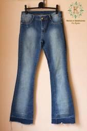 117b78c88 Calça flare jeans - tamanho 44 - Sawary. Está bem conservada.