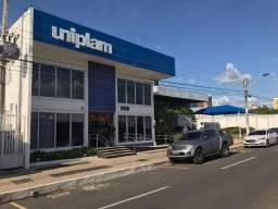 Um prédio comercial no Joquéi na avenida senador Area Leão