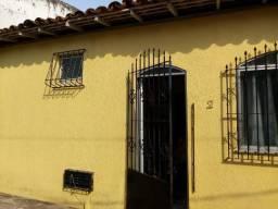 Vende-se casa a 30m da Pedro Miranda