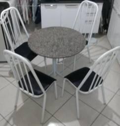 Mesa redonda em granito com 4 caldeiras