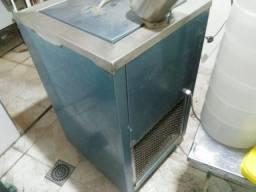 Picoleteira (máquina de fazer picolé) com vários acessórios