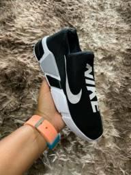 Tenis Nike meia 59,99