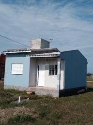 Alugo casa para veraneio em Balneario Gaivota, praia Areias Claras.