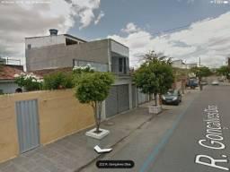 Casas e Ponto Comercial em Rua Principal de Monte Castelo