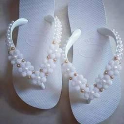 Sandálias bordadas personalizadas incríveis a partir de R$45. Venha conferir!