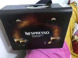 Cafeteira nespresso essenza mini 127v lacrada e batata