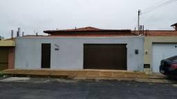 Casa na Rua Tiradentes - Próximo a Av Miguel Rosa - Marques