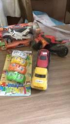 4 brinquedos novos por 30