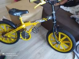 Vendo bicicleta  infantil Caloi por 130,00