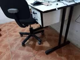 Escrivaninha com cadeira nova