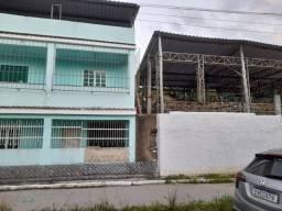2 casas, ambas muradas e separadad