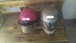 2 capacetes usados