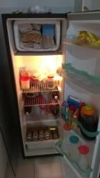 Vendo fogão 4 bocas e geladeira